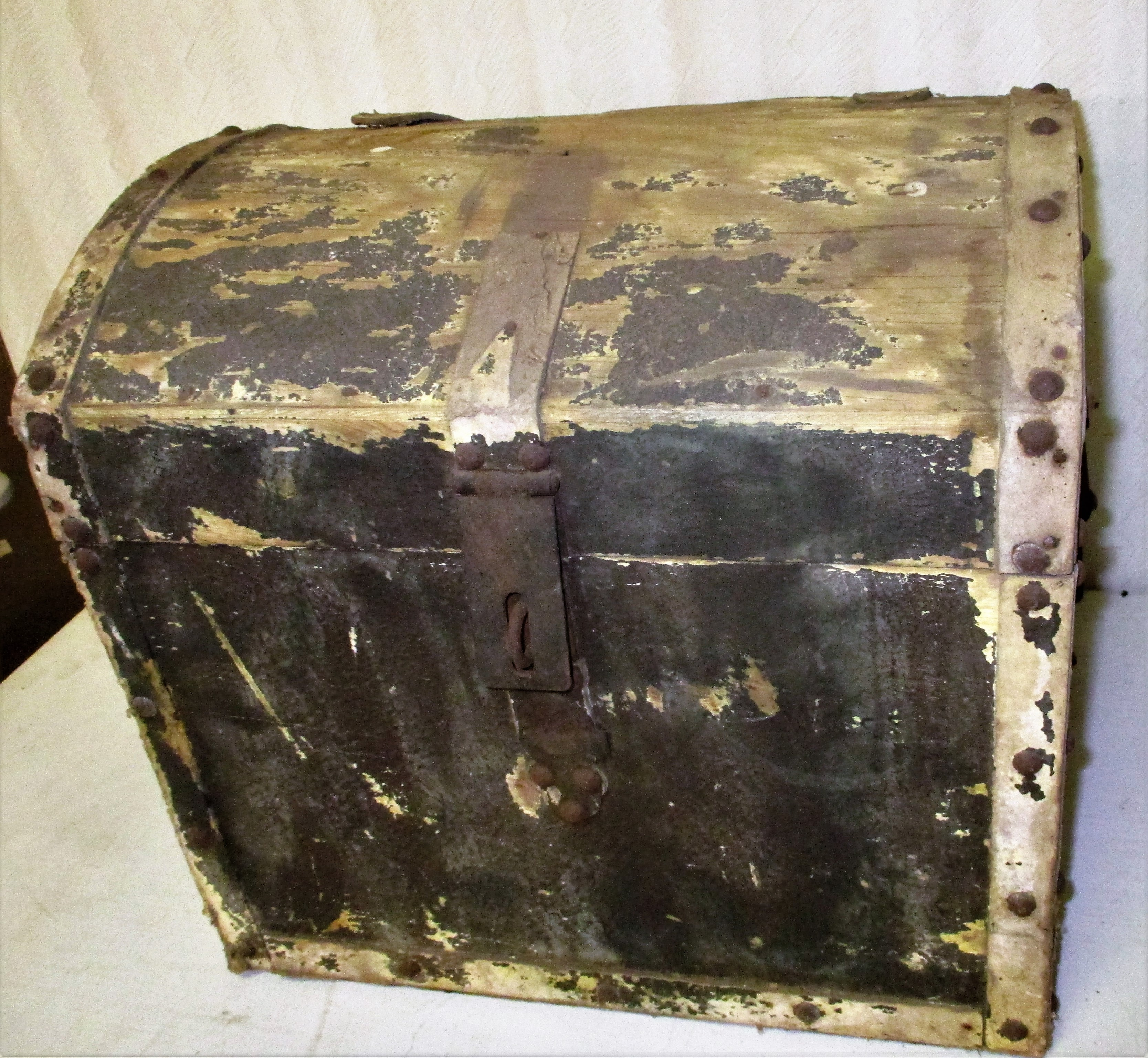 112: Early Dome-top Trunk
