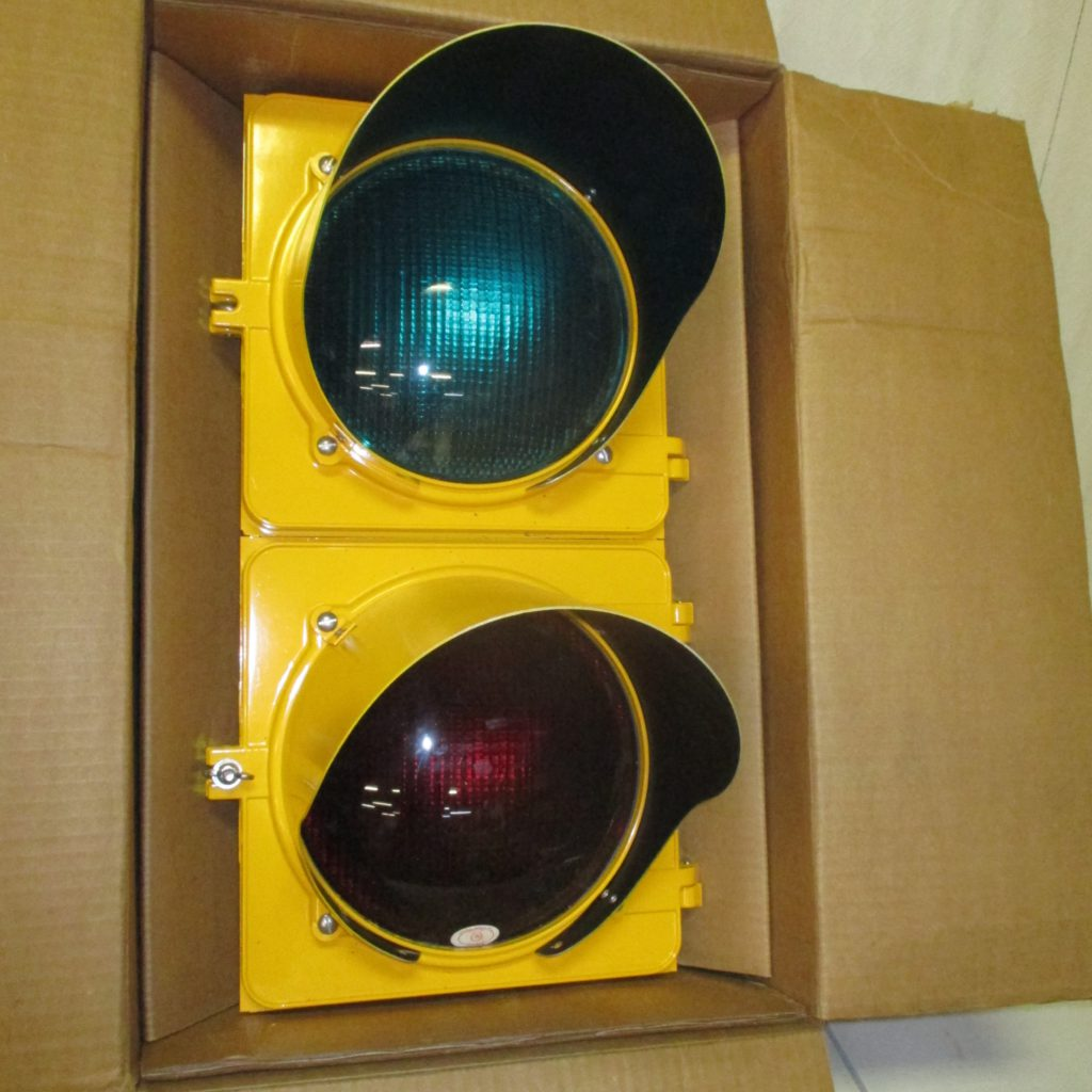114: Vintage Metal Traffic Light In Original Box