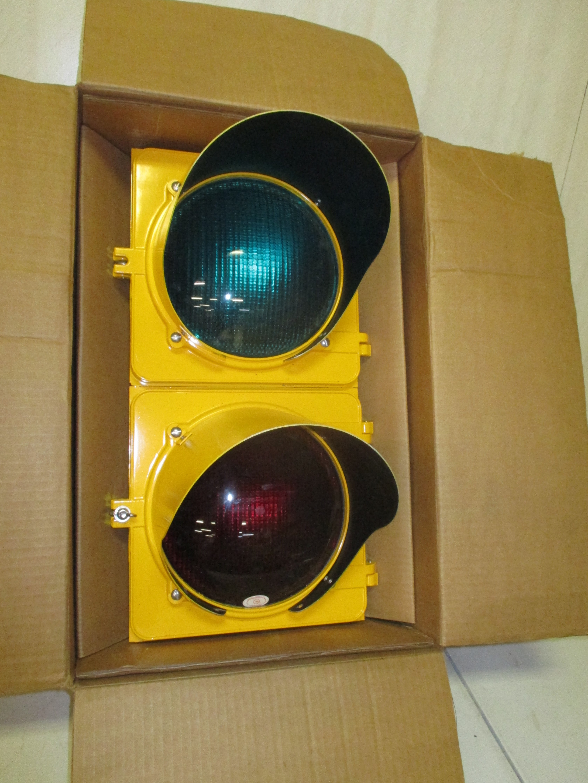 114: Vintage Metal Traffic Light In Original Box