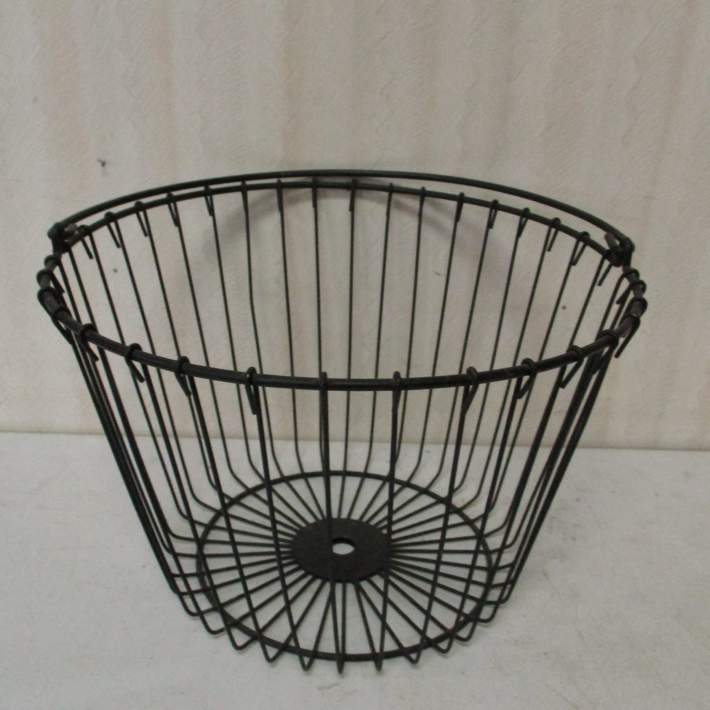 Lot 160: Egg Basket