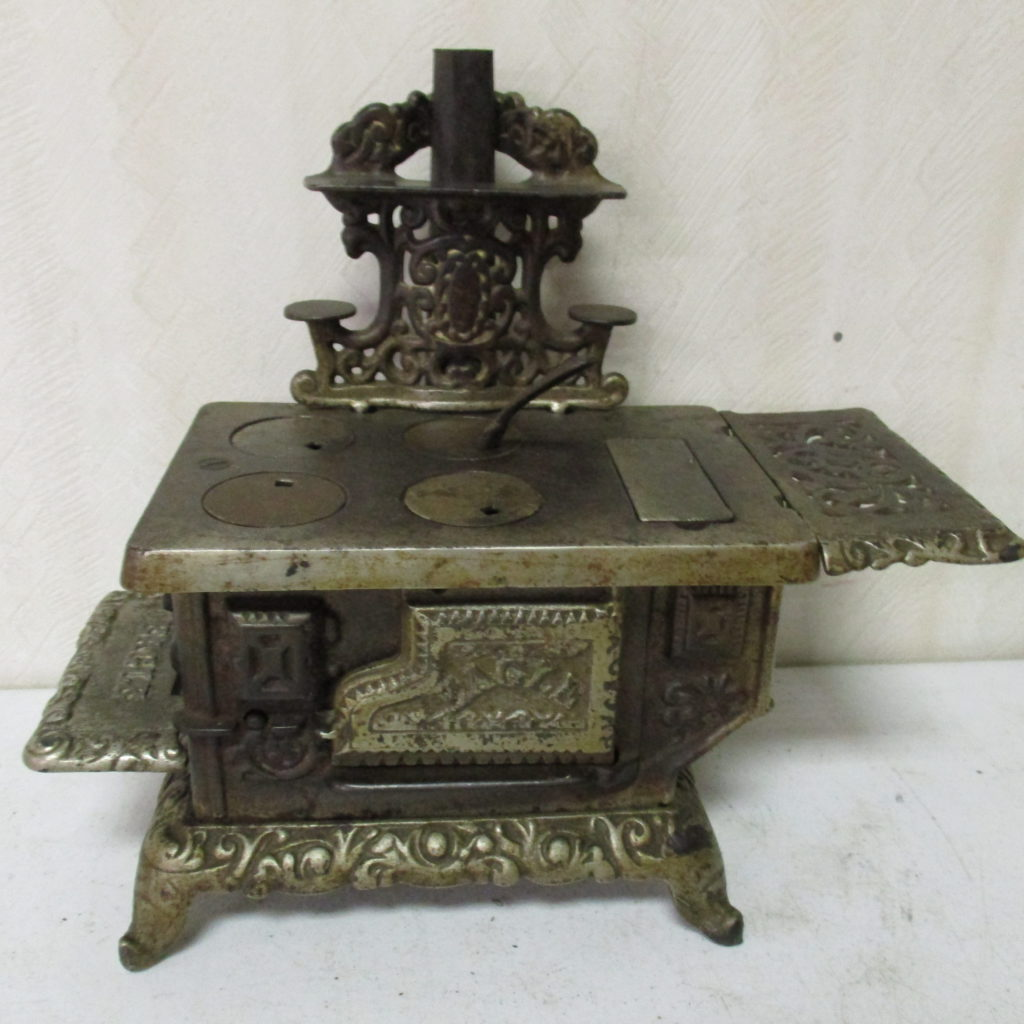 Lot 162: Small Cast Iron Stove
