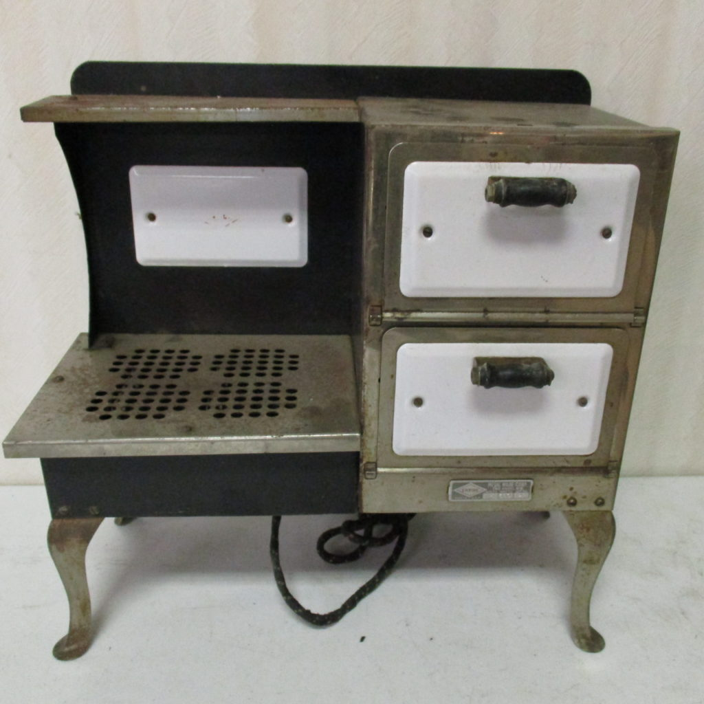Lot 166: Empire Toy Stove
