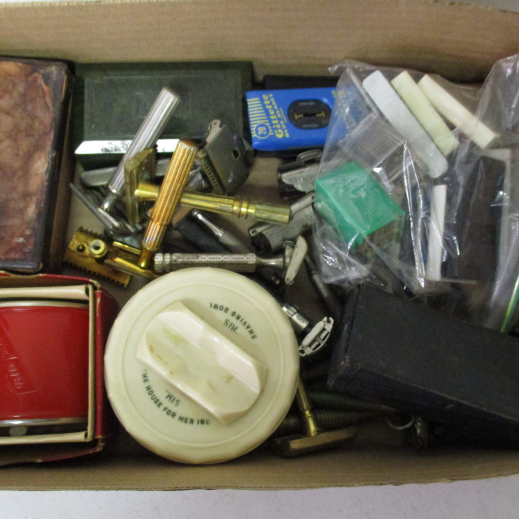 Lot 242: Shaving Items